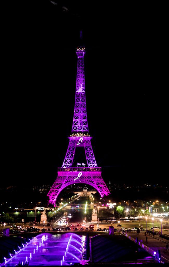 La Tour Eiffel illuminée de rose